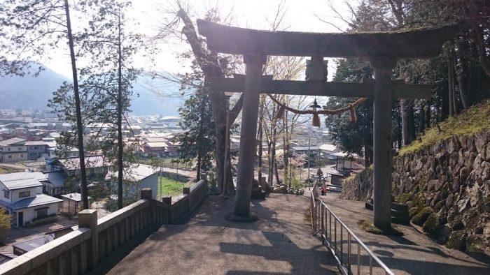 気多若宮神社を見下ろす