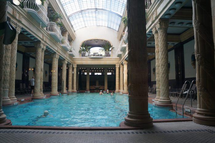 男女分けが雑!?謎ルールだらけのハンガリー温泉