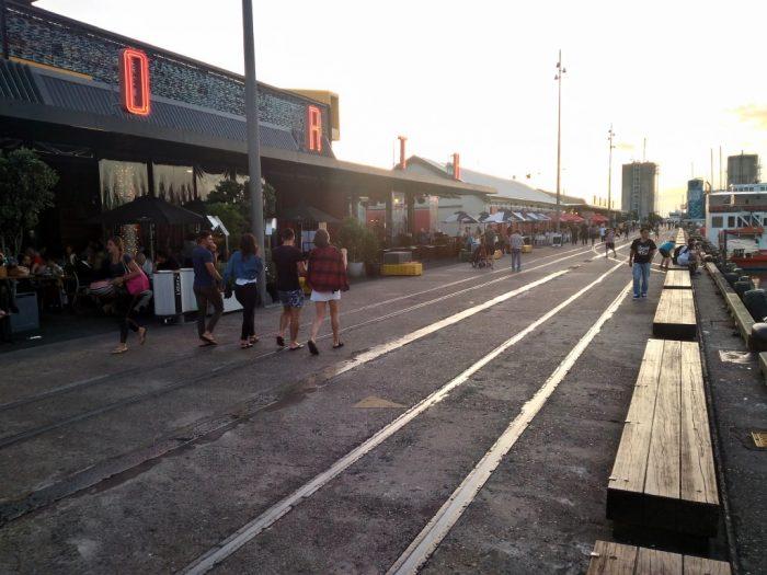 オークランド港ぞいのレストラン街