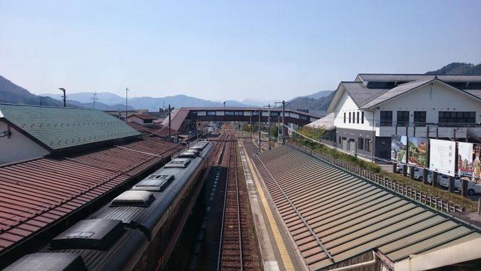 駅の反対側