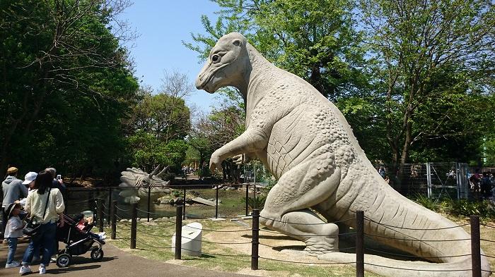 東山動植物園には恐竜がいます