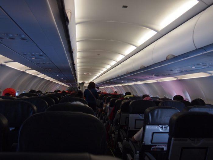 LCCの飛行機、隣に身体の大きな人が乗ったら……