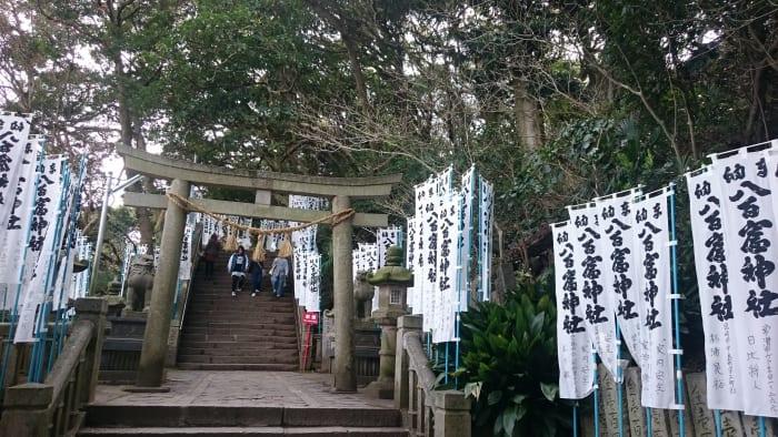 八百富神社の階段前