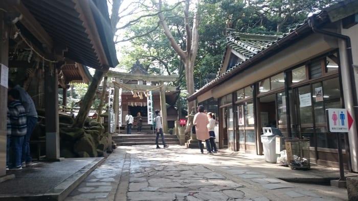 八百富神社の入口
