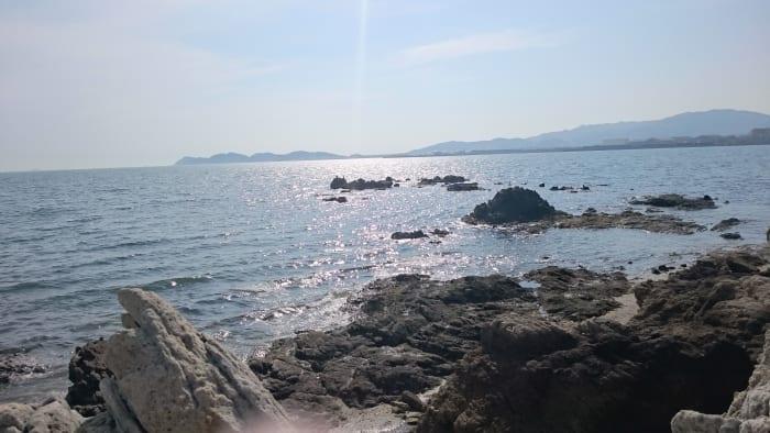 座ってみる海