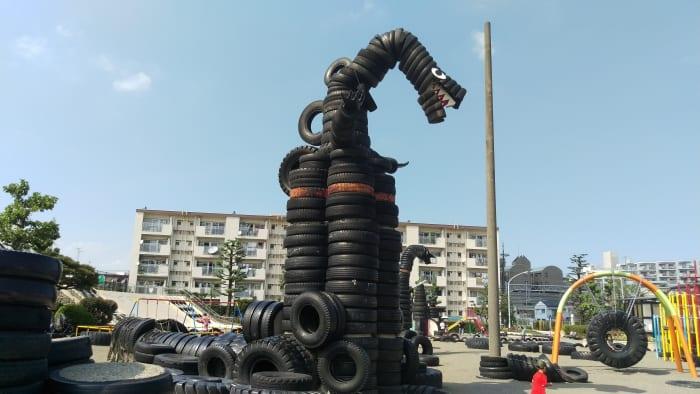 蒲田に、タイヤで溢れかえっている公園がある