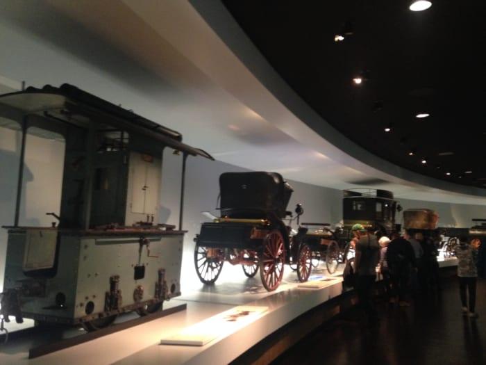 ベンツ館内 馬車