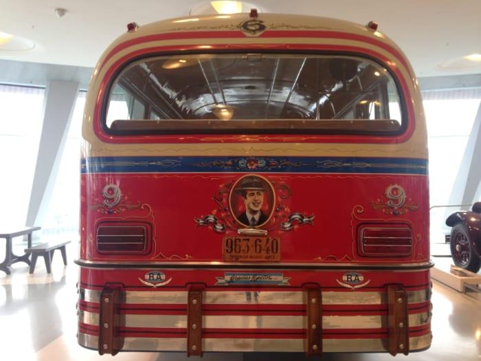 メルセデスバス背面