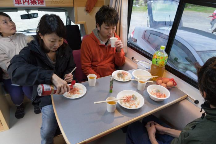 キャンピングカー朝食