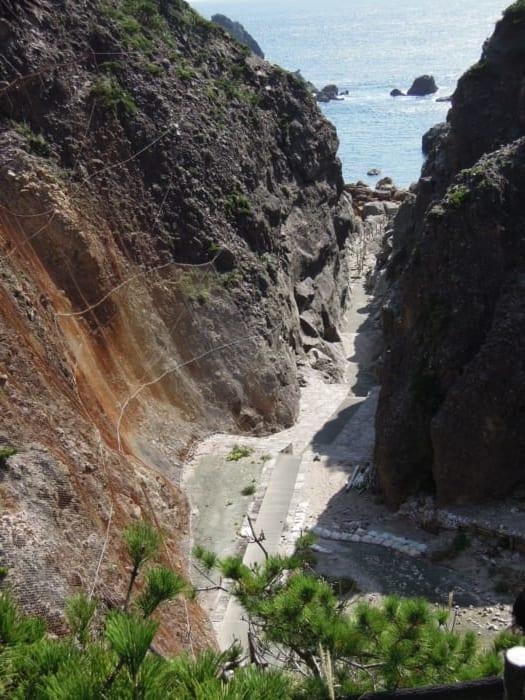 地鉈温泉, 式根島
