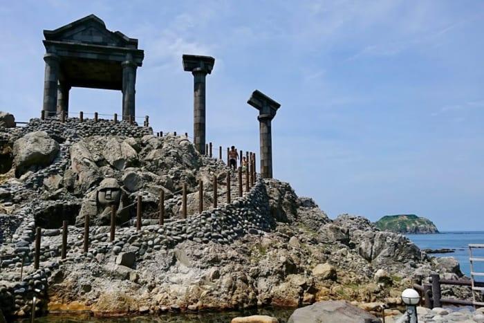 温泉天国の「島」が東京にある!伊豆諸島の大自然の中の温泉たちを厳選!