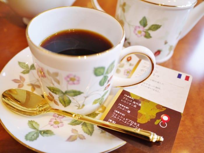 入館料300円、コーヒー代2,500円