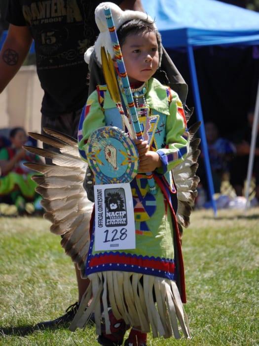 部族の誇りをかけて戦うネイティブアメリカンのお祭り