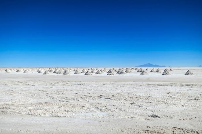リチウム が 大量 に 埋蔵 され て いる 湖