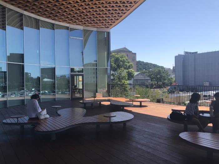 東海 図書館テラス