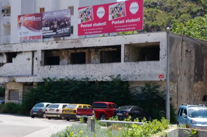 銃弾が残るボスニア・ヘルツェゴビナの建物